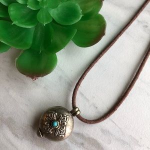 Jewelry - VTG BOHO Silver & Turquoise Look Pendant Necklace
